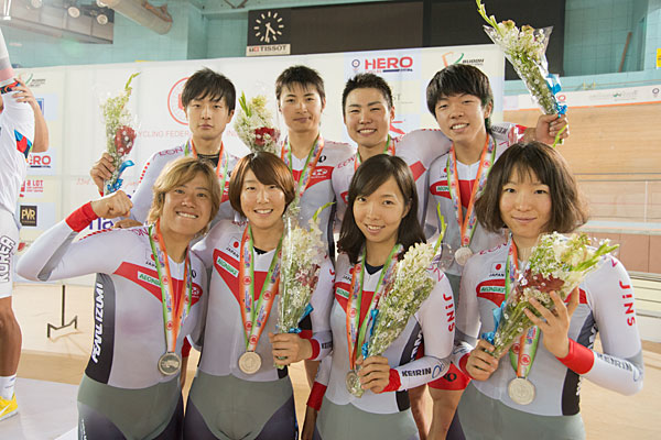 Asian Championships men and women team pursuit silver medal