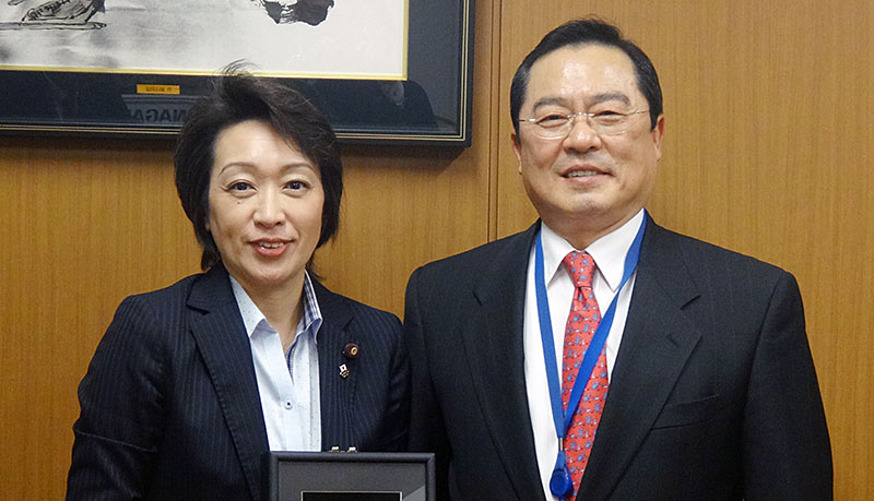 韓国車連 具滋烈会長とJCF 橋本聖子会長