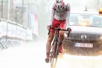 15位でフィニッシュした石上。レースは土砂降りの雨の中行われ、普段以上に体力を消耗させた。