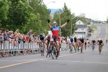 stage6 先頭集団のスプリント 2位となった蠣崎